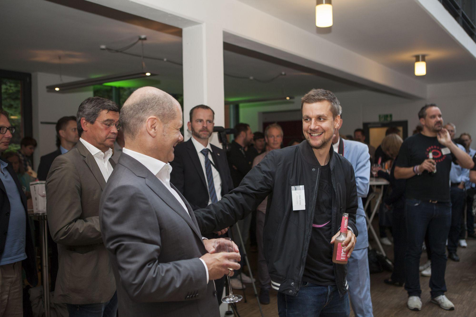 """""""Es gibt keinen Politiker der nachhaltig lebt"""" – Olaf Scholz beim 32. N Klub Hamburg"""